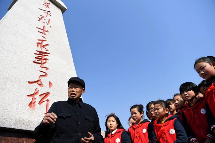 镜观中国   百年奋斗 致敬英雄